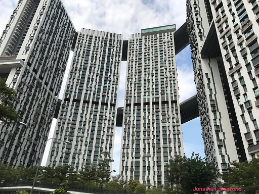 Pros and cons living on the highest floor Apartment | HDB - JILAXZONE